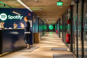 Spotify: Schwache Zahlen? Kein Problem! Darum steigt die Aktie trotzdem.