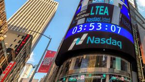 Schlussglocke: Nasdaq 100 und S&P 500 mit neuen Rekorden – Apple an der Dow‑Spitze – Zurückhaltung bei Bankwerten