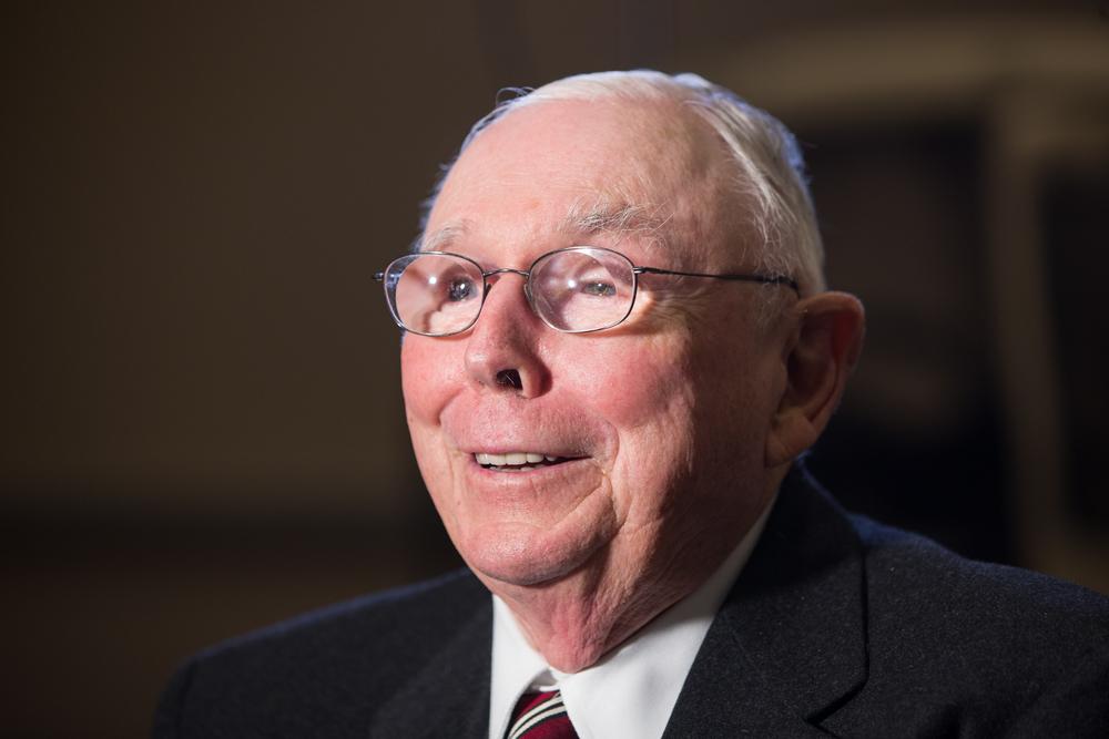 Warren Buffetts Rechte Hand Charlie Munger Börse Hält Ihn