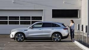 Daimler‑Aktie: Nächste Herabstufung! Sollten Anleger antizyklisch handeln?