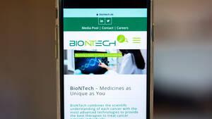 BioNTech‑Aktie rutscht ins Minus: Das steckt hinter dem deutschen Biotech‑Star