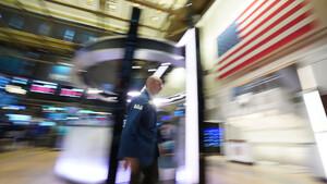 Schlussglocke: Corona ist zurück – Dow Jones verliert 500 Punkte – Tesla und Big‑Techs mit Mega‑Rebound