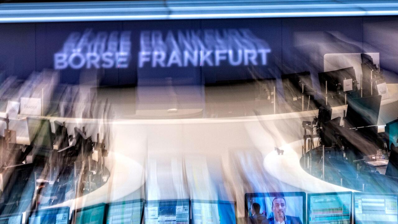 DAX & Co: Neue Rekordhochs – Top-Unternehmenszahlen – Daimler und VW vorn dabei – HelloFresh und Pfeiffer: jeweilige Index-Gewinner