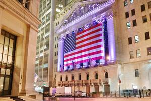 Schlussglocke: Dow Jones knackt erstmals 35.000 – Tech‑Störfeuer drückt vor allem Tesla, Facebook, Amazon und Qualcomm