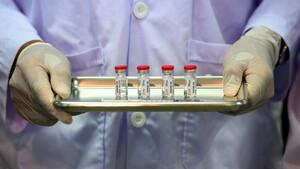 BioNTech, Astrazeneca: Enorme Schäden, jetzt droht die EU den Impfstoff‑Firmen