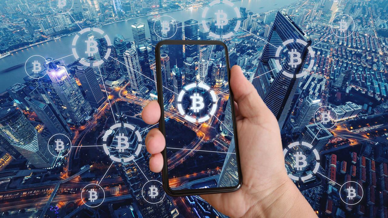 Bitcoin-ETF stößt Gold vom Thron: Eine Milliarde Dollar in zwei Tagen