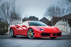 Ferrari rast nach oben – Bußgeld bremst VW‑Tochter Porsche