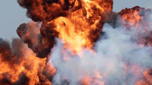 Krise am Golf: Ölpreis steigt nach Drohnenangriffen um 10% ‑ Gold rauf, Aktien runter