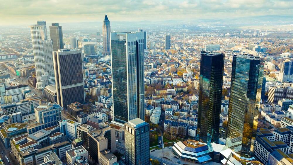 Deutsche Bank: Wie weit kann die Aktie noch steigen? - DER AKTIONÄR