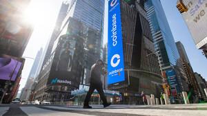 Coinbase‑Aktie schwach, Abspaltung bei AT&T, Tesla unter Druck  – der Tag an der Wall Street  / Foto: Getty Images