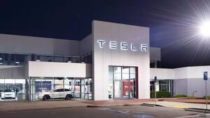 Feuer ‑ es brennt bei Tesla! Der Chef ist weg?!
