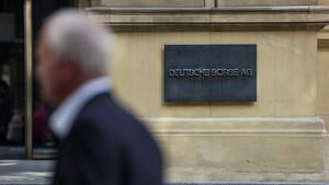DAX & Co: Weiter über der 15.200‑Punkte‑Marke – SAP, Deutsche Bank und Covestro top –  Deutsche Post mit gesunder Pause